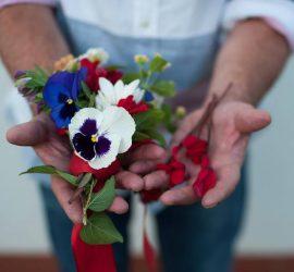 Amore ti faccio un mazzo così, di fiori