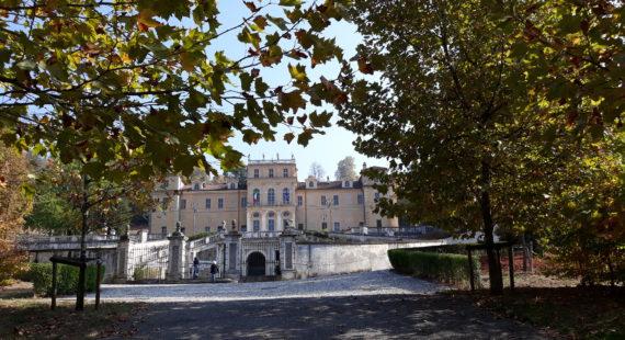 Apertura del cancello del viale aulico – Aprile